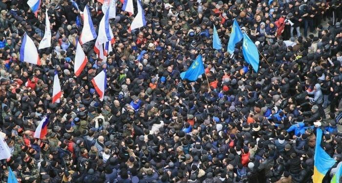 Митинг у стен крымского парламента