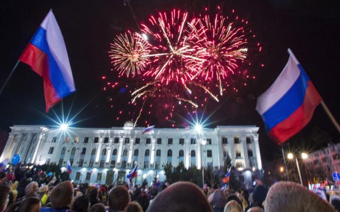 Салют в честь воссоединения Крыма с Россией // РИА Новости