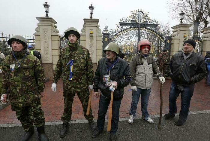 Протестующие захватили загородную резиденцию президента Украины Виктора Януковича