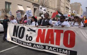 Сотни американцев вышли к Белому дому на митинг против НАТО