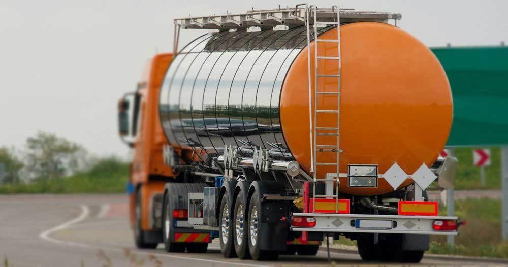 В Казахстане ввели временный запрет на вывоз нефтепродуктов автотранспортом