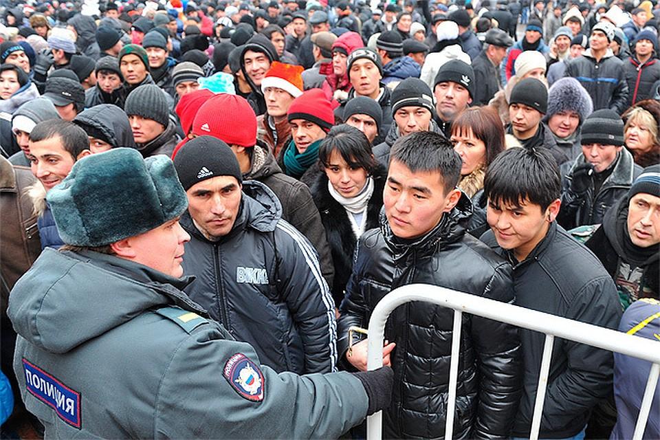 Откуда приезжают и на каких основаниях живут в России иностранцы?