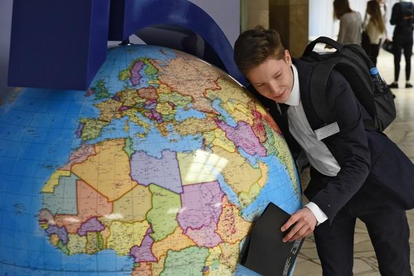 Украинские студенты хотят учиться за рубежом - они все еще едут в Россию??