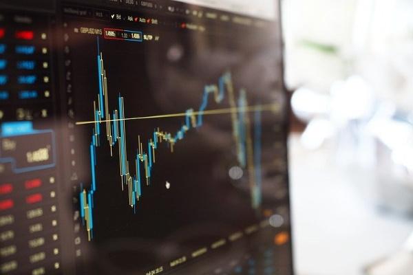 Российский рынок акций на открытии торгов рухнул после обвала нефтяных котировок