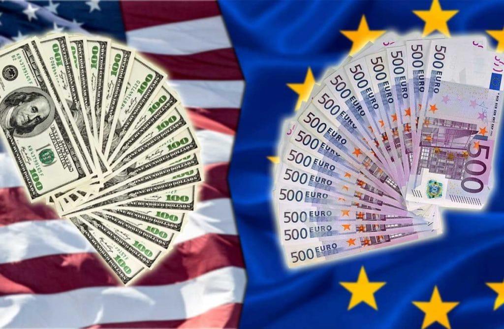 Россияне из-за коронавируса стали активнее покупать доллары и евро